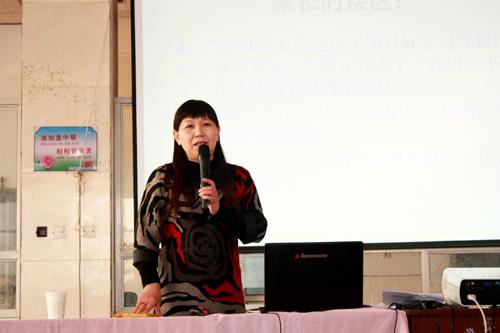 省模范、石市优秀教师、十大杰出女杰——米丽霞
